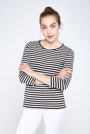 remera-cata-stripes-negro-01